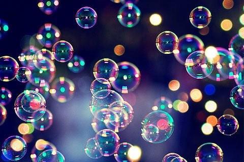 Chromatic bubbles, ou la danse des films de savon - © La Reine Blanche